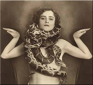 snake-woman-jungcurrents